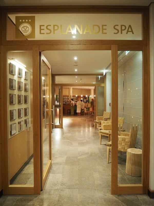 ... genießen wir den Ausblick auf das, was uns ein Wochenende lang im traumhaften Spa-Bereich des Hotels erwartet: Jede Menge Gastfreundschaft und einzigartige Wellness-Behandlungen!