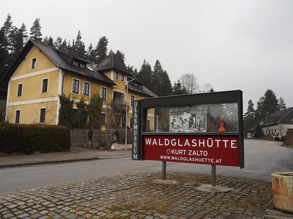Willkommen in der Waldglashütte Zalto im nördlichen Waldviertel, welche direkt am neuen Weitwanderweg entlang der Lainsitz liegt über den ich Euch bereits berichtet habe ...