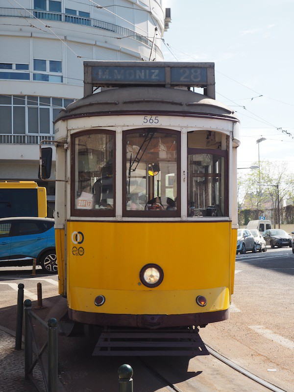 Campo de Ourique, in case you are wondering, is easy to find: Just hop on the iconic #28 Tram, which has a stop here right by the meeting point with Filipa.