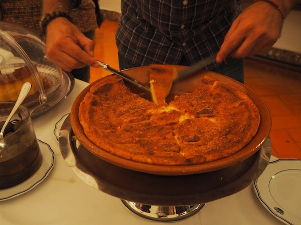 ... and naturally, the Portuguese know how to put food on the table (once more) in the form of beautiful desserts ...
