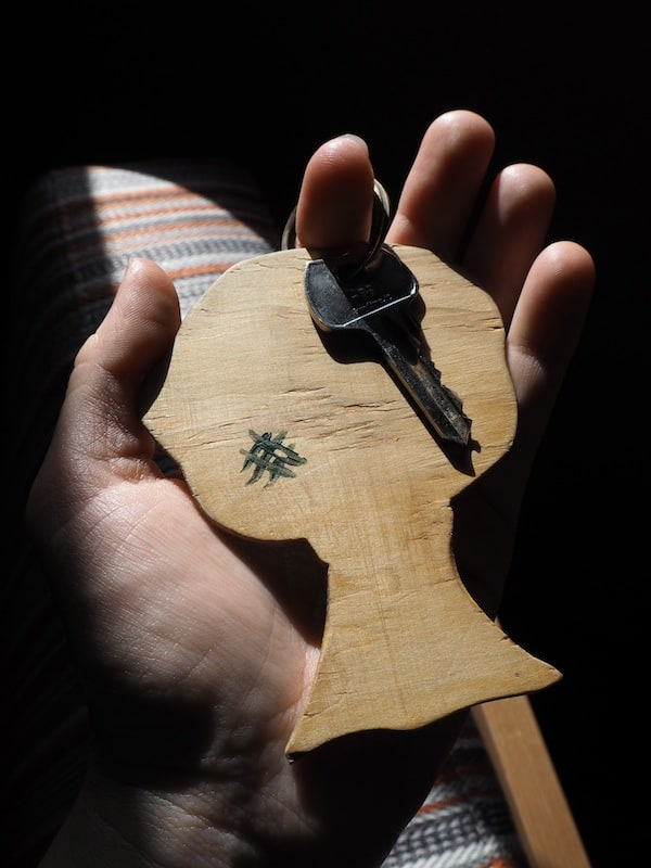 At home in 'Casa da Árvore' Tree House: Even the local key tells the story!