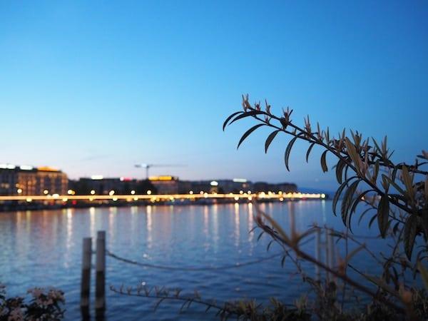 ... unterstreicht den Zauber der Stadt an einem ruhigen Frühlingsabend ...