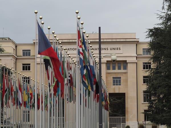 Abgesehen vom CERN ist Genf natürlich auch für seine Geschichte rund um den Sitz vieler internationalen Organisationen, darunter die United Nations selbst bekannt.