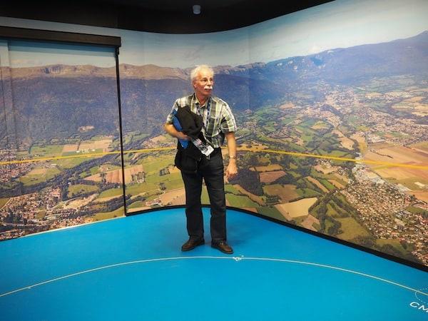 Die Leidenschaft, mit der uns Erik begrüßt, empfängt und in sämtliche Geheimnisse des physikalischen Forschungszentrums CERN einweist, ist einfach sagenhaft.