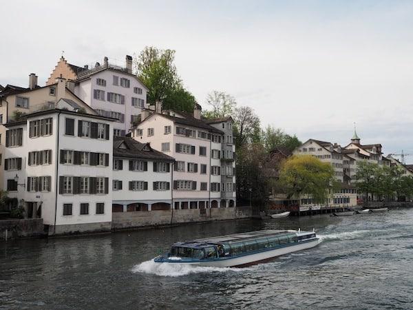 ... und auch die Stadt selbst lädt zu ausgedehnten Spaziergängen, Bootsfahrten ...