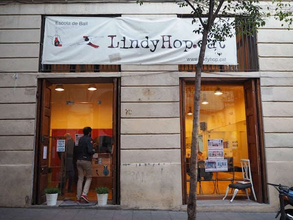 At the LindyHop.Cat Dancing School of Barcelona, Cataluña ...