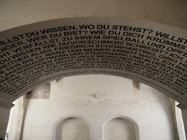 … der Eingang, der wie vieles hier in Graz künstlerisch-kreativ angehaucht ist.