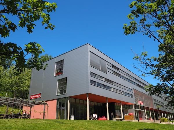 … zur schönen und fortschrittlich denkenden FH Joanneum im Kurort Bad Gleichenberg.