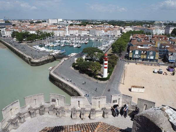 … genieße ich den Blick der traumhaften Hafenstadt zu meinen Füßen.