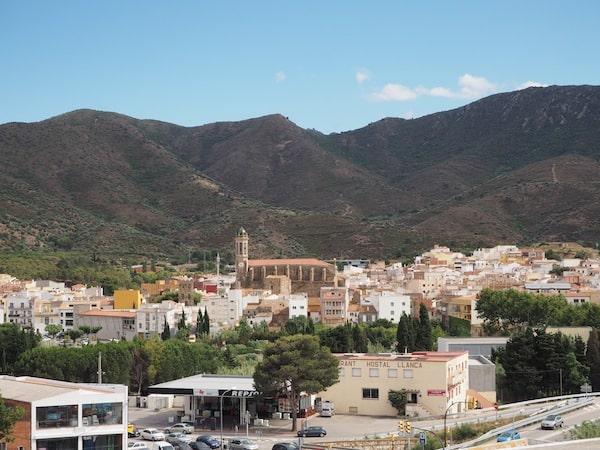 … am Fuße der Pyrenäen sowie der Cap de Creus Halbinsel …