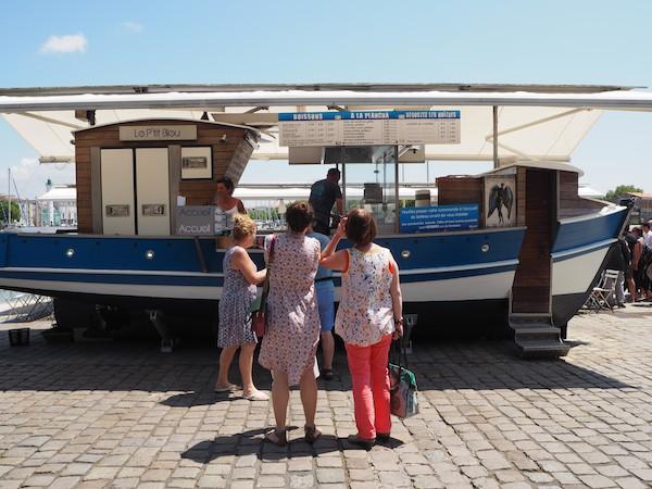 """Dank meiner lieben französischen Freunde vor Ort weiß ich um den Besuch dieses einzigartigen """"Lokals"""" direkt am Hafen ..."""