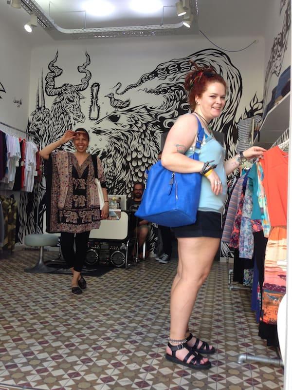 … Katie ist, ganz klar, schon bald im siebten Shopping-Himmel …!