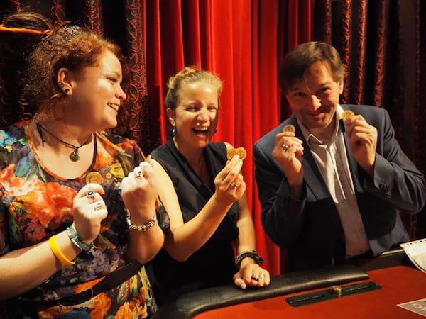 ... versuchen wir unser Glück: Tourismusdirektor Klaus Lorenz hat gut lachen ...