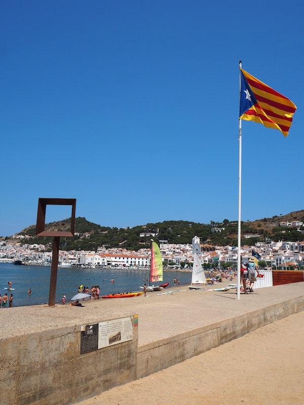 Beachtime in Llançà, Port de la Selva: Catalonia is the country with most local Catalonian flags raised the world over- even ahead of the United States, we believe. Patriotism is everything & everywhere !!