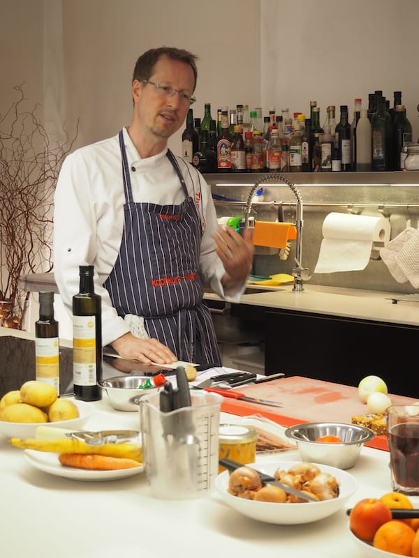 In seiner Küche ist Thomas Hüttl in seinem Element ...
