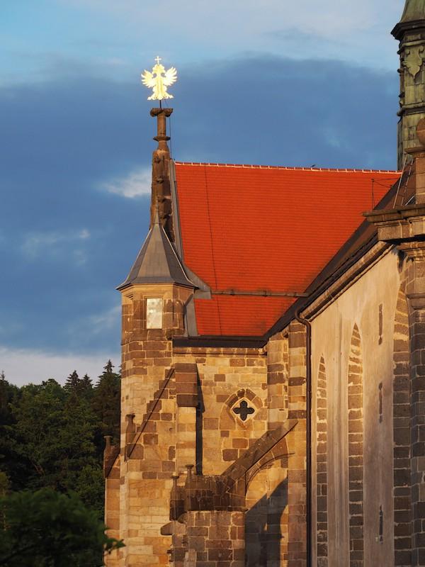 Die Stiftskirche von Stift Zwettl schließlich ziert dieses wunderhübsche Goldadler-Symbol, kräftig leuchtend im Licht der untergehenden Sonne ...