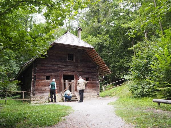 """… bis hin zu """"Häusern aus der Steiermark"""" und bis ganz nach Westen, Tirol & Vorarlberg, reicht die Palette der Begegnungen."""
