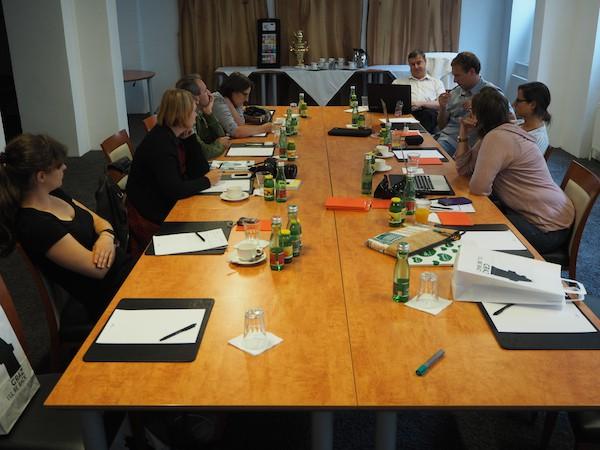 ... verrät der Blick in die Diskussionsrunde im Hotel Wiesler in Graz ...