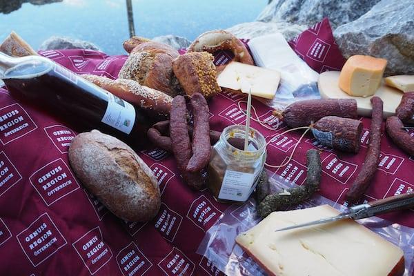 Herbert's Walser Bergheu-Senf ist echt nicht zu verachten, wie hier als Teil unseres Genussregion-Picknick genossen ...