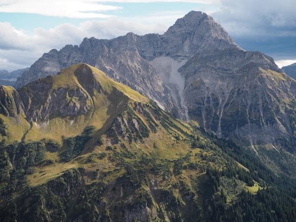 """Noch so ein """"Walser Original"""": Die unfassbar schöne, kraftspendende Region der Walser Berge rings um uns. Bestimmt haucht sie auch den Pflanzen ungemeine Lebenskraft ein!"""