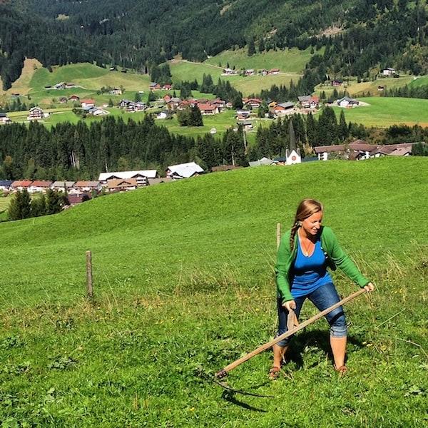 Nach meinen Erlebnissen in Österreichs 1. Sensenmähschule im Vorjahr stelle ich mich gar nicht mal so ungeschickt an ... Oder was meint Ihr?