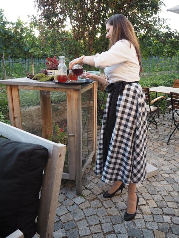 Und was erst der Abend hergibt: Begrüßung am Weingut & Restaurant der Familie Hutter.