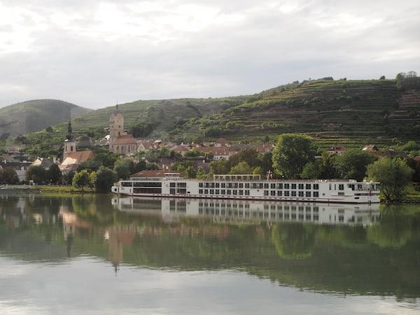 Am Nachmittag genießen wir den Ausflug entlang der Donau ...