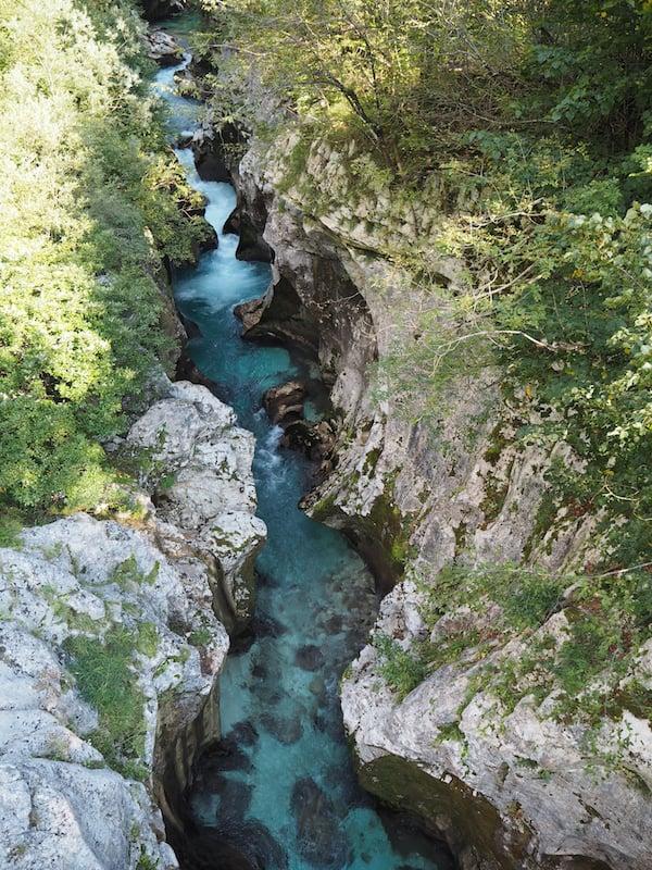 Nach einer kurzen Wanderung schließlich führt uns der Fluss ...