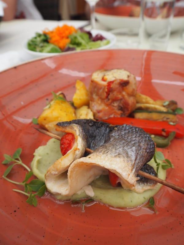 """Für den (kulinarischen) Einstieg lohnt ein Besuch in der """"Gostilna Ribic"""", dem Gasthaus direkt am Drauufer gelegen."""