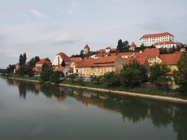Die Stadt Ptuj (Pettau) liegt malerisch am Fluss Drau, nur eine knappe Autostunde von Graz entfernt.