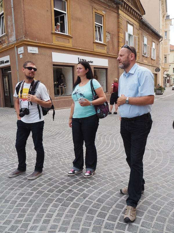 Beim Besuch der Altstadt von Ptuj erklärt uns Boris ...