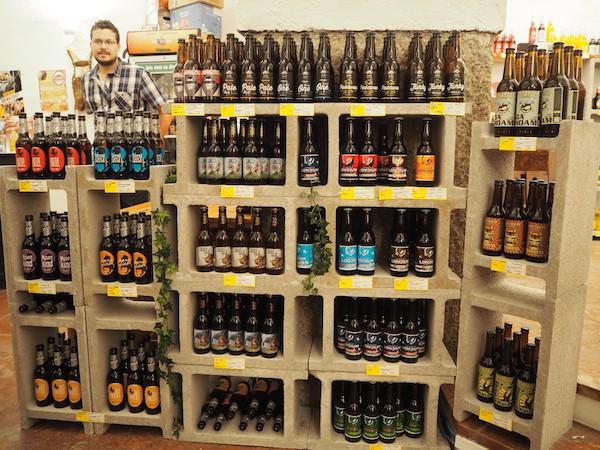 … lehrt uns Staunen & Begeisterung ob der hier gebotenen Auswahl an Bierspezialitäten ...