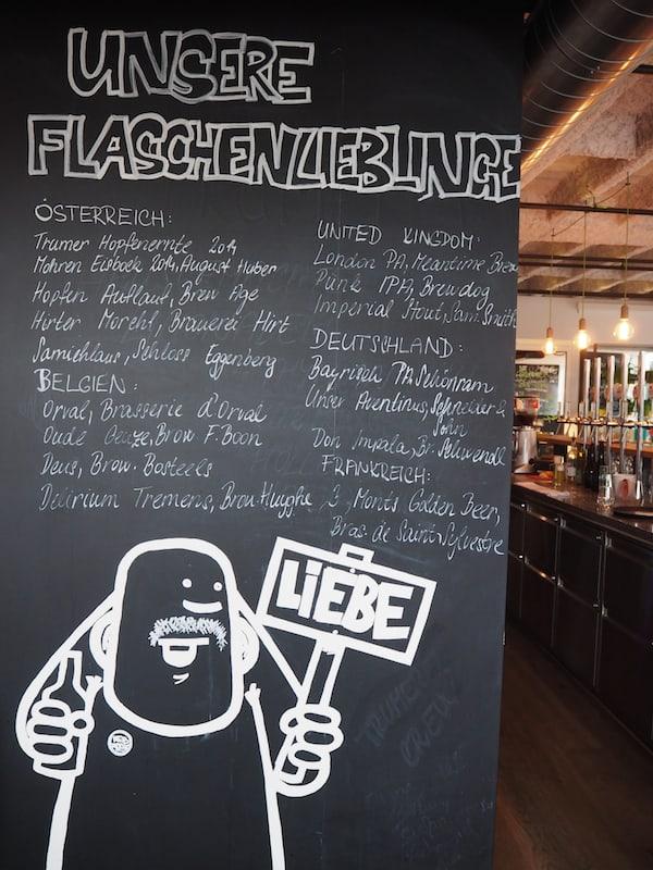 """Ankunft in der modern gestalteten Bar & Restaurant Trumerei in der Stadt Salzburg: Viel """"Liebe"""" zum Detail steht hier auf dem Programm ..."""