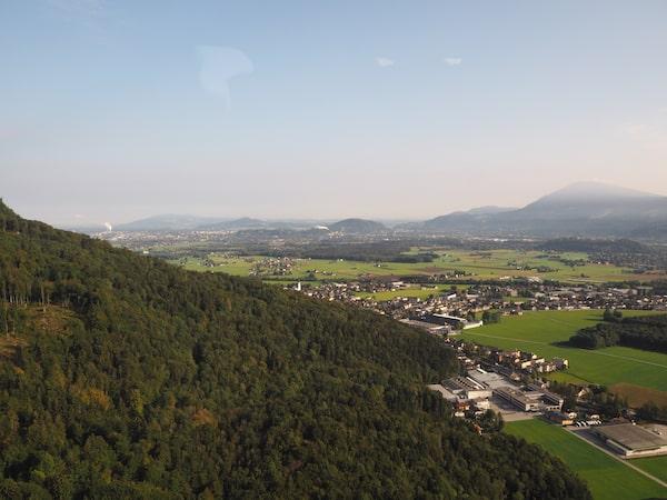 ... schafft spektakuläre Aussichten auf die Stadt Salzburg wie diese ...