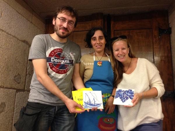 Et voilà: Zwei Tage später übergibt uns Niruska unsere fertig bemalten und gebrannten Azulejos-Dekofliesen! Hier könnt Ihr mehr darüber erfahren, wie auch Ihr an so einer Tour teilnehmen könnt.