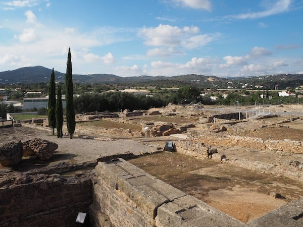 … with the Roman ruins of Milreu next to it.