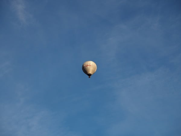 … our neighbouring balloon soon is reduced to a little dot in the sky.
