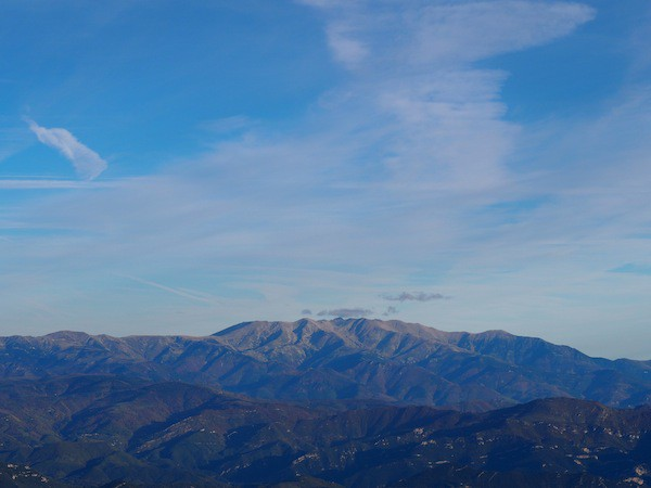 From here, I can see the Canigo mountain massif at the Catalan-French border to the north ...