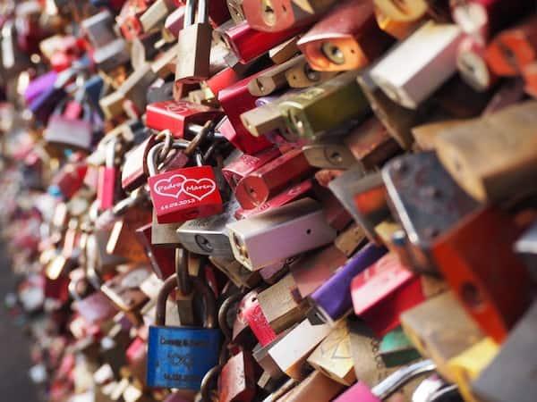 … über die berühmte Hohenzollernbrücke voller Liebesschlösser.