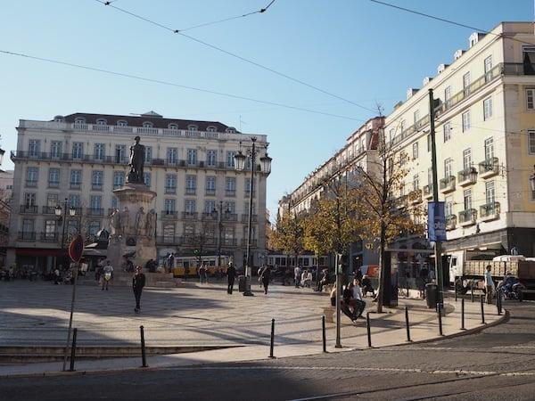 """Die Aussicht (und Lage) des Lisbon Poets Hostel ist einfach fantastisch, mitten am Platz & U-Bahn-Station """"Baixa-Chiado"""" im Zentrum von Lissabon gelegen."""
