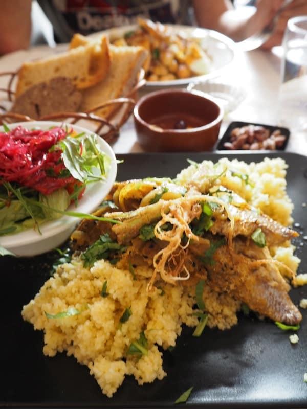 """… welche uns beispielsweise hierher führen: Die """"Taberna da Rua das Flores"""" bietet jeden Tag frische, köstlich gewürzte Menüfolgen mit den passenden Weinen, und das zu wirklich guten Preisen."""