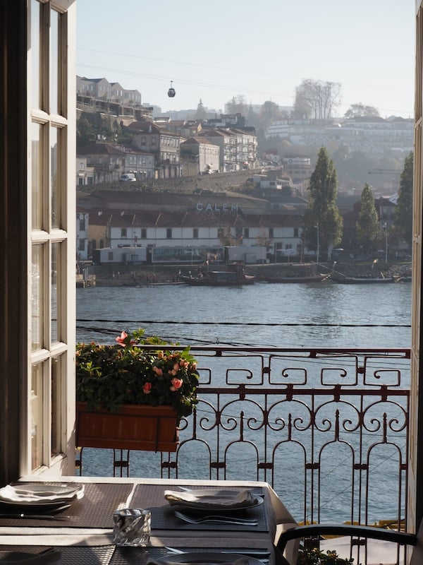 """FishFixe"", located in the very heart of Porto, goes on to offer us excellent views of the river Douro ..."