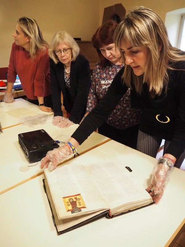 … to just anyone: Here, our Spanish partners from Cantabria present a facsimile of a very old book from a local monastery.