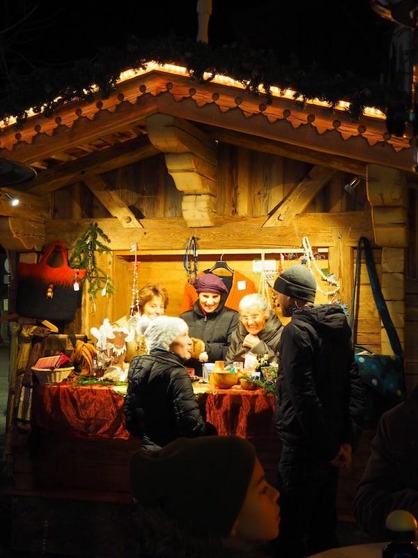 … schauen wir in ein Dorf, dessen Gemeinschaft am Weihnachtsmarkt lebendig wird ...