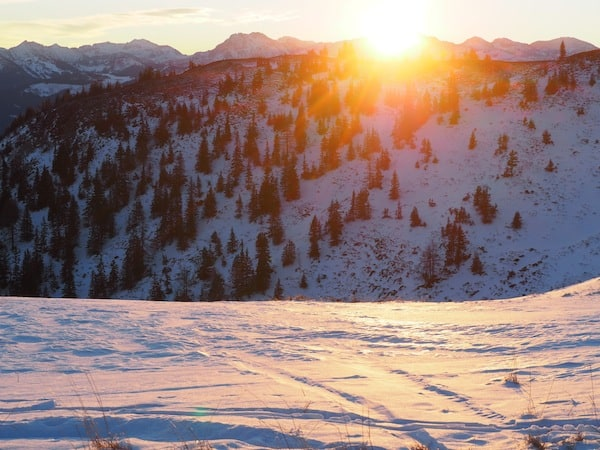 … dann ist es immer noch früh genug, rechtzeitig für ein Ereignis wie dieses am Berg zu sein: Sonnenaufgang über dem Hochkönig.