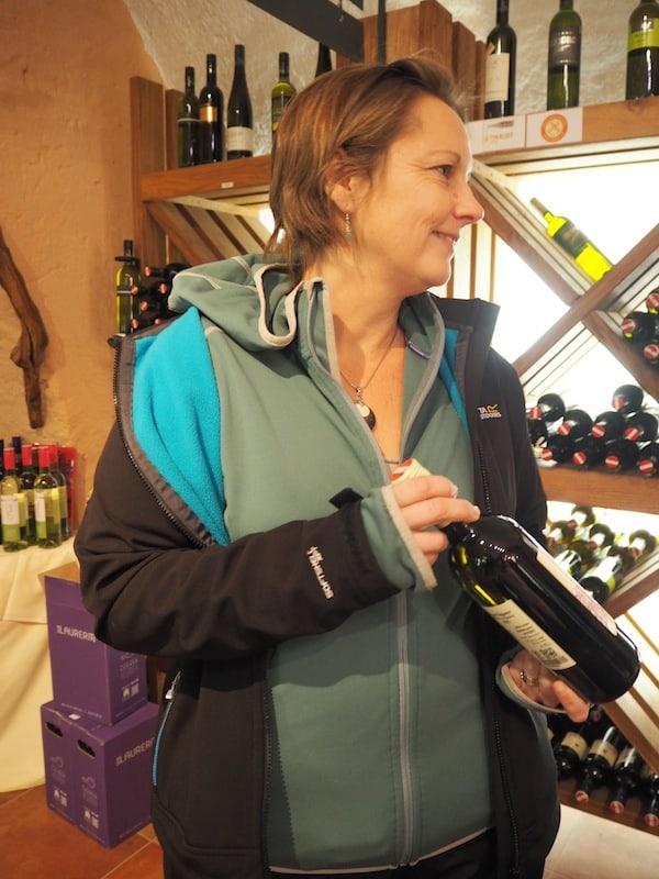 """… beim """"Auftauchen"""" sind wir dran: Prost mit gut gefülltem Wein aus Retz!"""