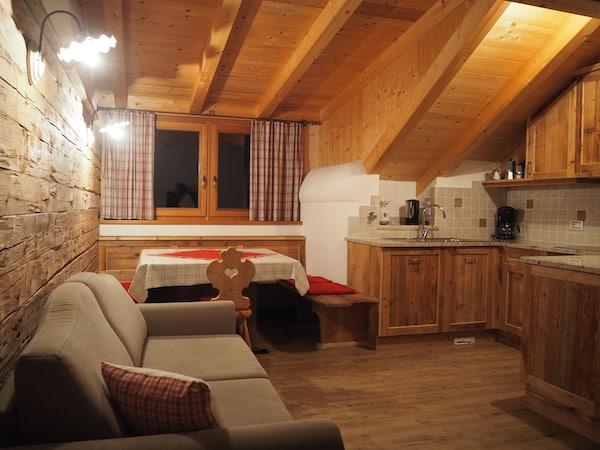 … sowie die Gemütlichkeit der Zimmer hier: Alle Holzverkleidungen wurden mit Original-Bauteilen aus dem alten Hof wiedererrichtet bzw. eingekleidet.