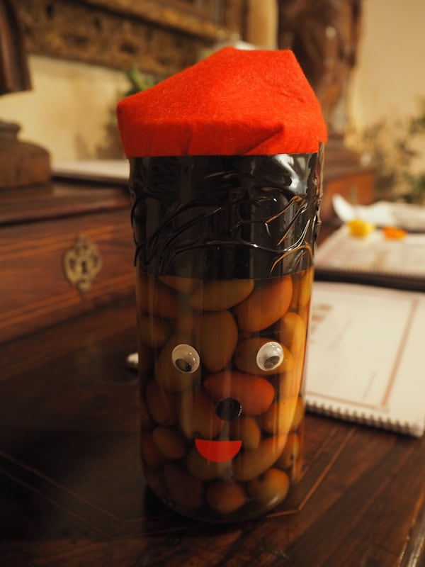 "… which, of course, are also dressed up in the Catalan style: An olive pot covered by a typical ""Barret"" hat!"