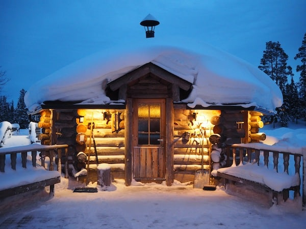A little later, Ruka Salonki Chalets welcome us to their typical Lapland welcome …