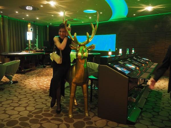 Abends lockt der Besuch des Casino Zell am See ...